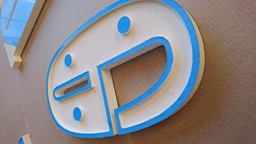 Lettre en PVC expensé